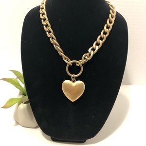 Jewelry - Gold toned heart necklace